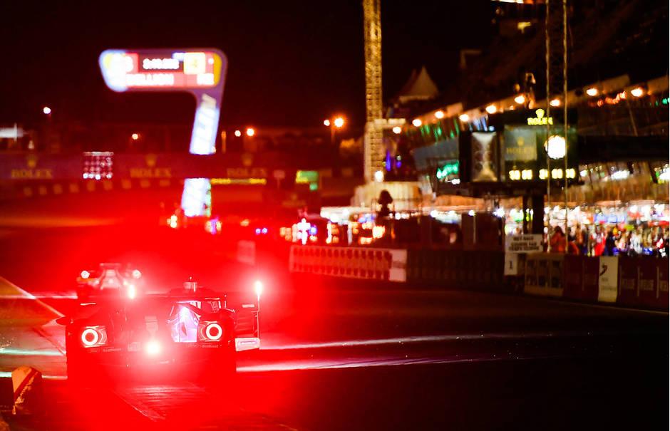 4ce70a78b7863950ae40f5da64ea3a7f-en-images-24-heures-du-mans-quand-la-course-s-enfonce-dans-la-nuit_2.jpg